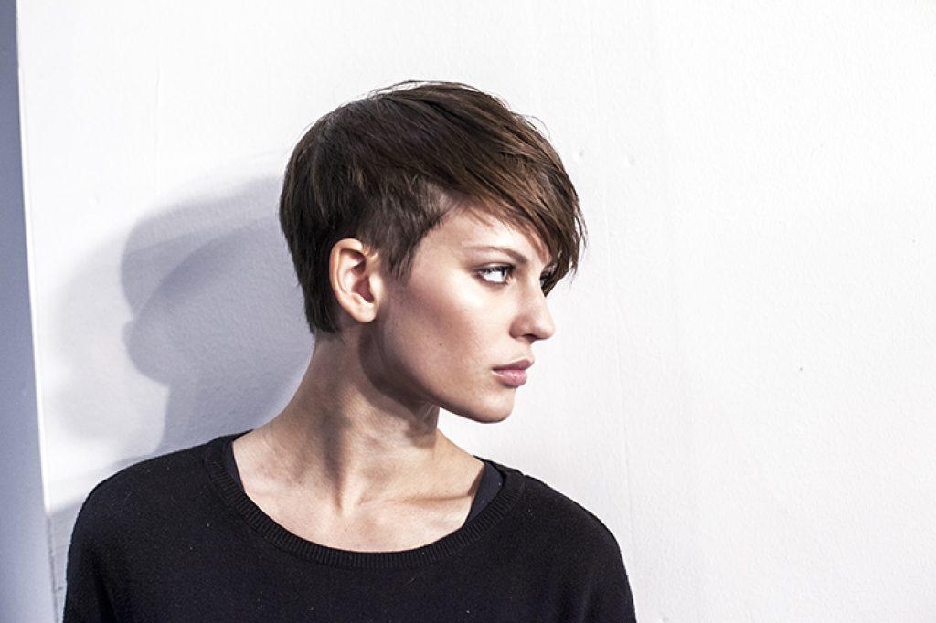 Krótkie fryzury nie tylko dla mężczyzn. Modne cięcia w sam raz dla kobiet.