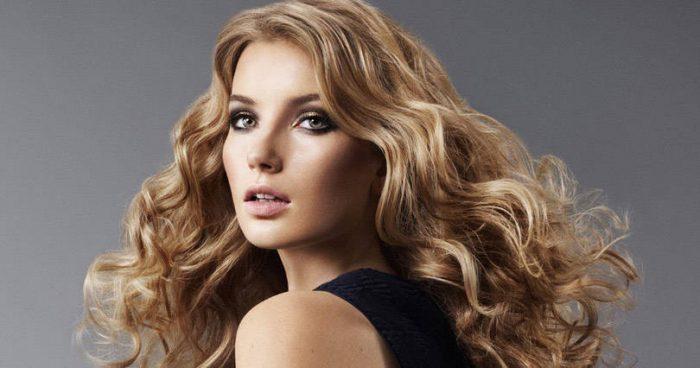 Najnowszy trend w modelowaniu włosów! Kręcenie loków na balony