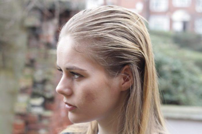 Wet look: mokra fryzura letnim hitem z wybiegów